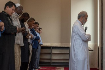 Texas Mosque Members Extend Invitation to Community